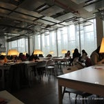Photo taken at 이화여자대학교 ECC 열람실 (Ewha Womans University ECC Center Library) by Jaho L. on 8/1/2012