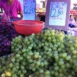 Photo taken at Sunday Market (Pasar Minggu Satok) by Ian S. on 2/25/2012