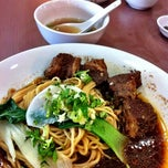 Photo taken at Kanzhū Hand-Pulled Noodles by YSA D. on 8/16/2012