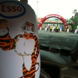 Photo taken at Esso (เอสโซ่) by Arty K. on 8/31/2012
