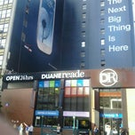Photo taken at Duane Reade by Jennifer L. on 8/26/2012