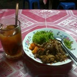 Photo taken at Warung Bakmi Wirowargo by aditya k. on 8/12/2012