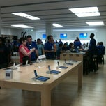 Photo taken at Apple Store, International Plaza by Loki A. on 9/4/2012