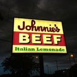 Photo taken at Johnnie's Beef by Lauren K. on 5/26/2012
