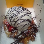 Photo taken at Wafels & Dinges - Vedette Cart by Care E. on 6/8/2012