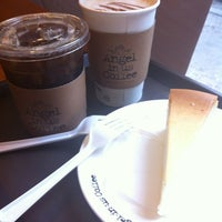 Photo taken at Angel-in-us Coffee by Jung Won H. on 3/30/2012
