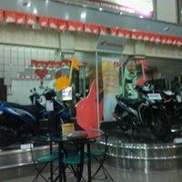 Photo taken at Honda Asaparis Hasanudin by Arie S. on 9/30/2011