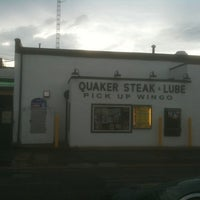 Photo taken at Quaker Steak & Lube® by Explorateur V. on 5/29/2012