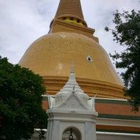 Photo taken at Wat Phra Pathom Chedi by ชิษณุพงศ์ ป. on 8/3/2012