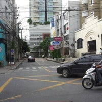 Photo taken at Sukhumvit 31 by ณุ i. on 11/29/2012