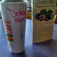 Photo taken at Tropical Smoothie Cafe by Feernando G. on 2/12/2015
