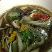 Photo taken at ส้มตำอร่อยริมทาง ปั๊มข้าง Gmm by อันหมูอ้วน🐷 on 3/5/2014