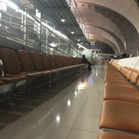 Photo taken at Gate B2 by Mr.Trakool T. on 8/26/2015