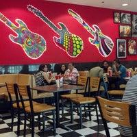 Photo taken at Comet Diner - Plaza Mundo 4 Etapa by Angel M. on 2/16/2014
