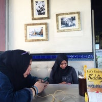 Photo taken at OldTown White Coffee by Nurul H. on 6/3/2015