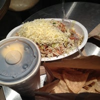 Photo taken at Chipotle Mexican Grill by EnriKe K. on 11/16/2012