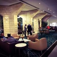 Photo taken at Inbal Hotel Jerusalem / מלון ענבל ירושלים by Carlos G. on 12/9/2014