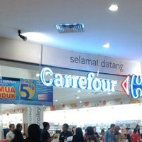 Photo taken at Carrefour by qhomier on 5/4/2014