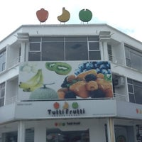Photo taken at Tutti Frutti by Fairus B. on 1/15/2013