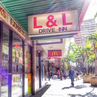 Photo taken at L&L Hawaiian Barbecue by Stephen C. on 3/14/2014