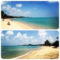 Photo taken at Maenamburi Resort by Kris P. on 2/12/2014