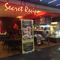 Photo taken at Secret Recipe by ··OƆIЯ·· on 3/29/2016