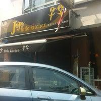 Photo taken at JoJo Little Kitchen (早早小厨) by Cobby K. on 10/25/2012