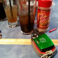 Photo taken at Red Robin Gourmet Burgers by Karah R. on 7/18/2014