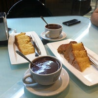 Photo taken at Café del Arco by Raul L. on 3/31/2013