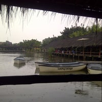 Photo taken at Saung Talaga by Mulyadi N. on 7/2/2013