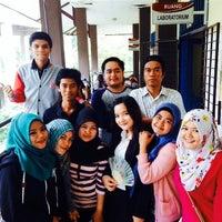 Photo taken at Fakultas Teknologi Informasi dan Komunikasi Universitas Mulawarman by Baguz A. on 4/10/2015