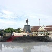 Photo taken at Phraya Pichai Dab Hak Monument by K.kkhing🎈 on 8/13/2016