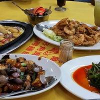 Photo taken at Restoran Teo Chiew (潮州大饭店) by vila n. on 2/15/2014