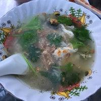 Photo taken at Phlapphla Chai Fish Porridge by BL . on 5/1/2016
