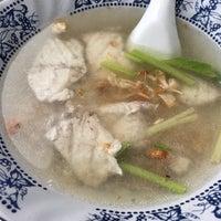Photo taken at Phlapphla Chai Fish Porridge by BL . on 5/7/2016