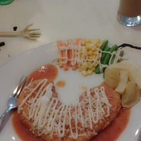 Photo taken at Dunia Steak by Kartika S. on 8/13/2013