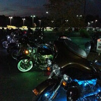 Photo taken at Quaker Steak & Lube® by Dennis A. on 9/26/2014