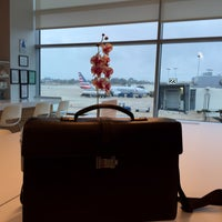 Photo taken at American Airlines Admirals Club by Leif E. P. on 5/30/2016