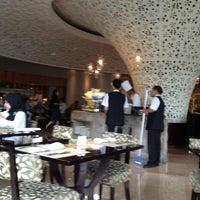 Photo taken at TABLE8 - Hotel Mulia Senayan, Jakarta by Mulyawan D. on 1/31/2013