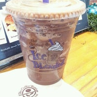 Photo taken at The Coffee Bean & Tea Leaf by Yeh H. on 11/10/2012