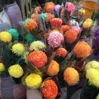 Photo taken at Cheung Kee Florist & Fruit 璋記鮮花時果 by Christine F. on 2/18/2015