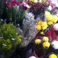 Photo taken at Cheung Kee Florist & Fruit 璋記鮮花時果 by Christine F. on 12/30/2012