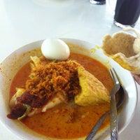 Photo taken at Mr Teh Tarik Eating House by Lee r. on 10/16/2012