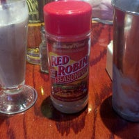Photo taken at Red Robin Gourmet Burgers by George S. on 1/3/2013