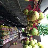 Photo taken at Gerai Limau Bali Heng Kee by Mohd Zaki M. on 3/28/2013