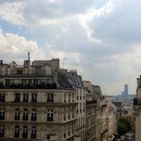 Photo taken at Hôtel Opéra Frochot by Juanvi B. on 5/2/2013