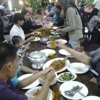 Photo taken at Seri Mesra Ikan Bakar & Seafood by azlizal e. on 12/23/2012