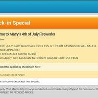Das Foto wurde bei Macy's 4th of July Fireworks von HilAry C. am 7/5/2013 aufgenommen