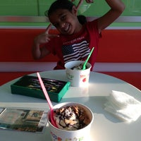 Photo taken at Mango Cup Frozen Yogurt by Claudia B. on 7/5/2013