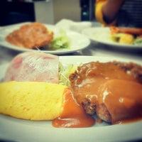 Photo taken at 肉のますゐ by Ryo on 10/5/2012